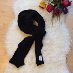 🌺 NWT wool blend scarf 🌺